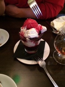 Between us, we made a right old mess of this Eton Mess at the Boar's Head Inn.  Yum!